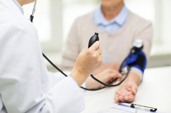 다음달부터 서울대병원 등 일부 대학병원에서 환자가 의사를 만나는 시간을 15분까지 늘리는 심층진료 제도가 도입된다. [중앙포토]