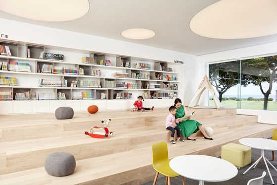제주도 해비치 호텔앤드리조트 제주의 1층 '모루'. 어린이 도서와 스마트패드, 교구 등을 비치한 어린이 전용 놀이공간이다. [사진 리조트]