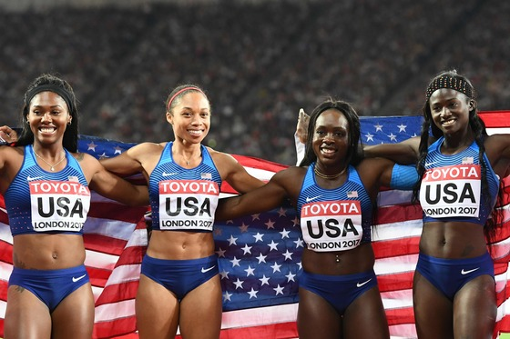 The gold medal winning US relay team, US athlete Tori Bowie, Aaliyah Brown, US athlete Allyson Felix and US athlete Morolake Akinosun celebrate after winning the final of the women&#39;s 4x100m relay athletics event at the 2017 IAAF World Championships at the London Stadium in London on August 12, 2017. / AFP PHOTO / Jewel SAMAD/2017-08-13 05:55:58/<저작권자 ⓒ 1980-2017 ㈜연합뉴스. 무단 전재 재배포 금지.>