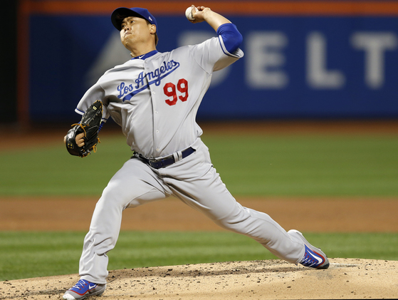 [Dodgers Mets Baseball (AP] Los Angeles Dodgers starting pitcher Hyun-Jin Ryu winds up during the first inning of a baseball game against the New York Mets, Sunday, Aug. 6, 2017, in New York. (AP Photo/Kathy Willens)/2017-08-07 10:01:48/<저작권자 ⓒ 1980-2017 ㈜연합뉴스. 무단 전재 재배포 금지.>