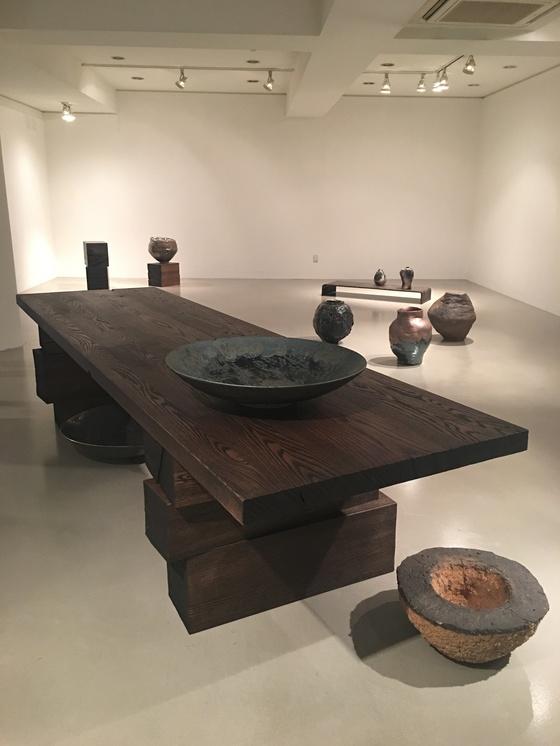 서울 백악미술관 'From Raw Material To Art Work' 전시장 모습. 사진=이후남 기자
