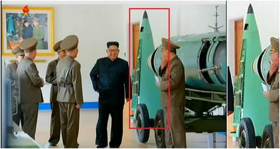왼쪽은 지난 14일 김정은 위원장(가운데)이 전략군을 시찰하면서 둘러본 스커드 미사일의 확산탄 탄두부(빨간 네모). 오른쪽은 확대한 사진. [사진 조선중앙TV]