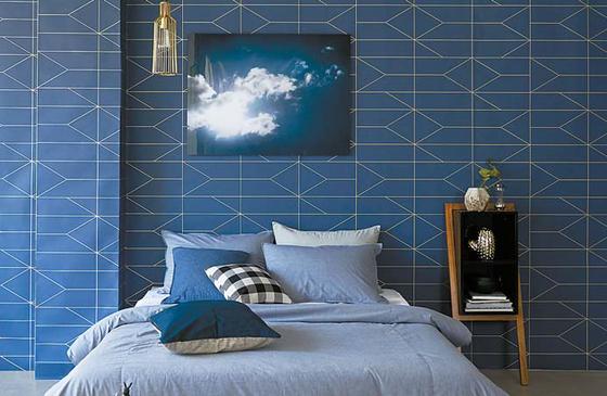 파란색 침구와 벽지로 전체적인 공간에 안정감을 더한 침실. [사진 LG하우시스]