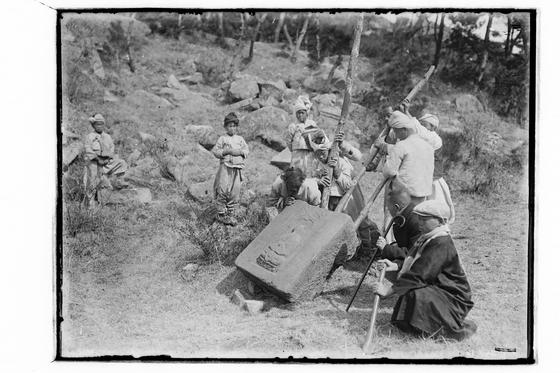 1920~30년대 경북 경주 원원사지 발굴 복원 현장.[사진 경주세계문화엑스포]