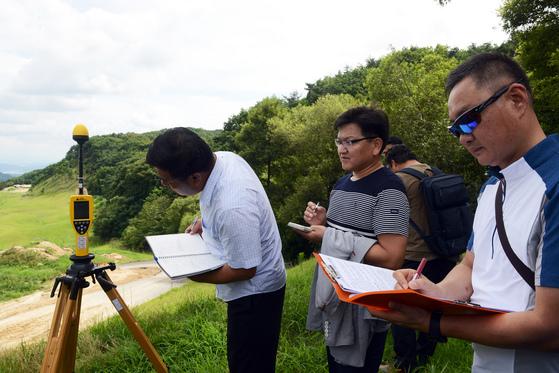 지난 12일 성주기지에서 사드 전자파 측정이 실시됐다. 그러나 민간인 거주지역인 김천혁신도시에 대한 전자파 측정은 주민 반발로 무산됐다. 강찬수 기자