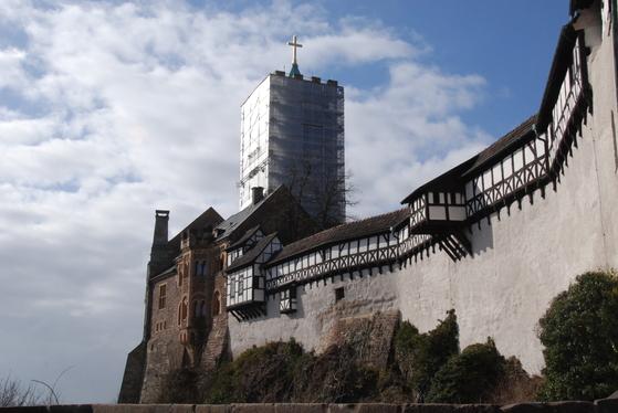 루터가 숨어 지냈던 아이제나흐의 바르트부르크 성. 지금도 웅장한 모습으로 남아 있다.
