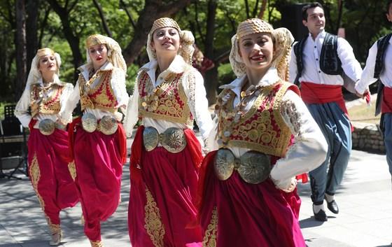 한국과 터키 수교 60주년을 기념하는 '터키의 날' 행사가 1일 서울 여의도 앙카라공원에서 열렸다. 이날 개막행사에는 터키 전통 무용과, 터키 마블링 예술인 에브루 체험과 도자기 타일 전시등 다채로운 행사가 펼쳐졌다. 오종택 기자