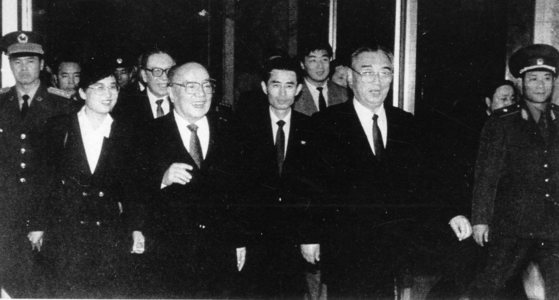양상쿤(앞줄 왼쪽에서 두번째) 중국 국가주석이 1992년 4월 한중 수교 문제를 김일성에게 알려주기 위해 평양을 방문했다. [중앙포토]