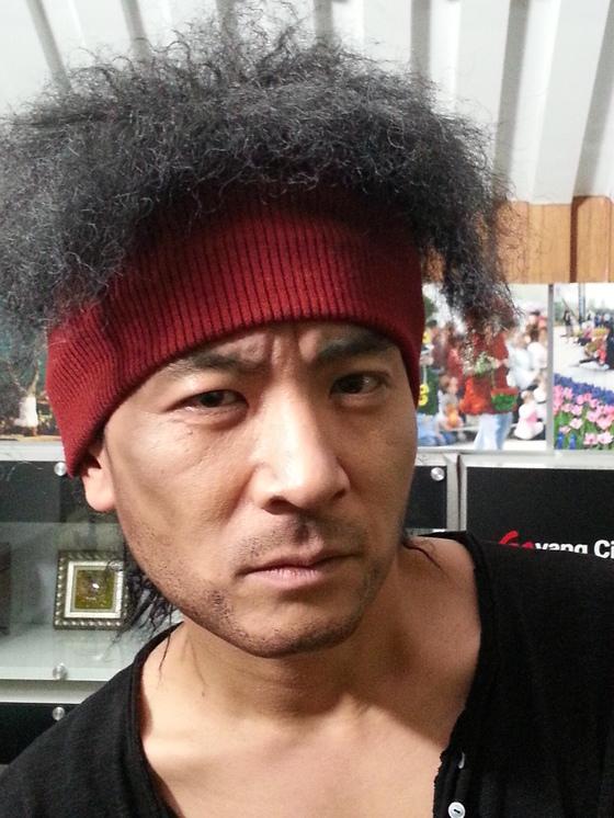 개그맨 정성호씨가 한 드라마에 출연했던 배우 소지섭씨로 분장한 모습. [사진 오창렬]