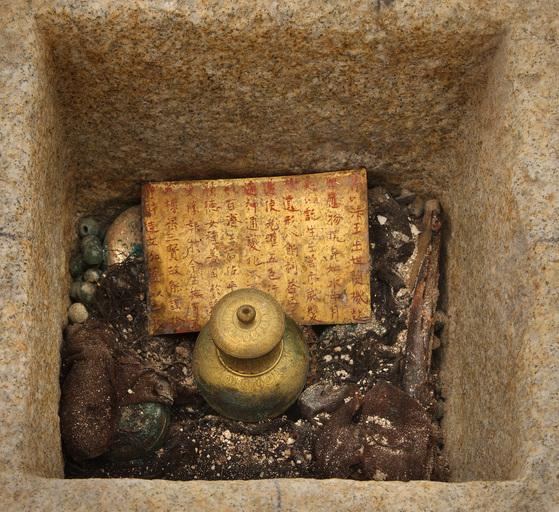 미륵사지 석탑 해체 과정에서 나온 사리장엄구. 백제 왕실의 안녕을 기원하는 유물들이다. [사진 문화재청]