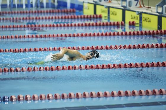 17일 청주실내수영장에서 펼쳐진 제37회 전국장애인체육대회 수영 남자 자유형 200m에 출전한 조기성이 물살을 가르고 있다. [대한장애인체육회]