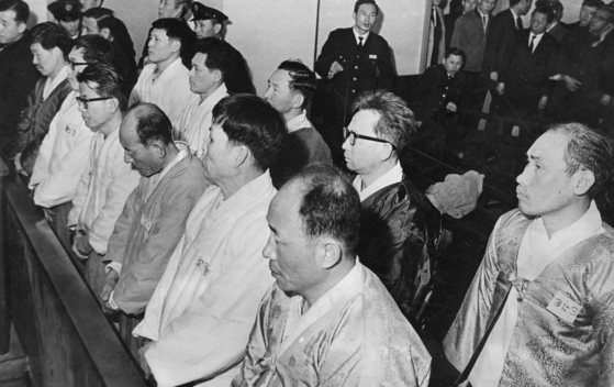 1969년 법정에 선 전략당사건 피고인들. [중앙포토]