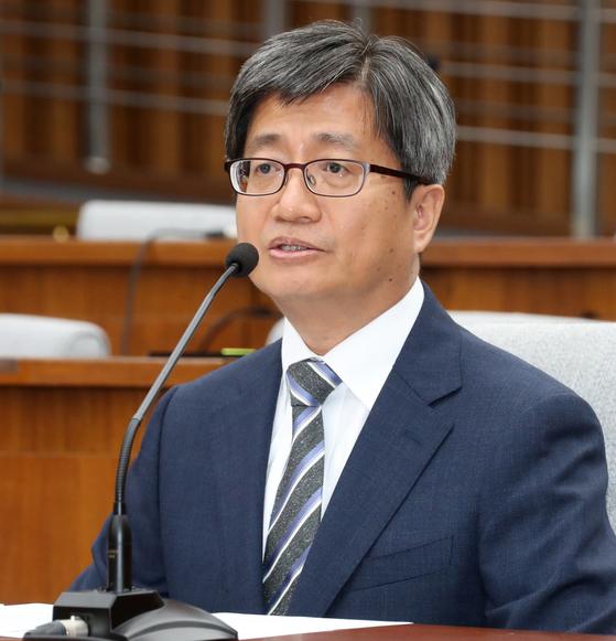 김명수 대법원장 후보자가 지난 12일 오후 국회에서 열린 인사청문회에서 의원들의 질의에 답변하고 있다. [연합뉴스]