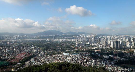 서울 중구 남산타워에서 바라본 도심. 장진영 기자