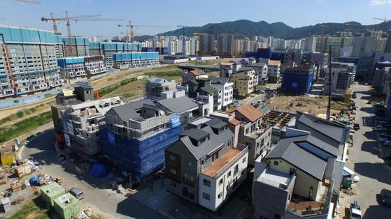 신축 공사가 한창인 위례신도시 단독주택 전경. [LH]