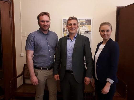 핀란드의 이코노믹 인포메이션 오피스는 고등학생들에게 기업가 정신 교육 프로그램을 개발했다. 왼쪽부터 라우리 바라(교사), 미코 하칼라(프로젝트리더), 헤이디 람마싸아리(교사). [김도년 기자]
