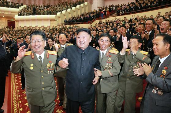 지난 10일 평양 인민극장에서 열린 6차 핵실험 축하공연에 참석한 김정은. [조선중앙TV=연합뉴스]
