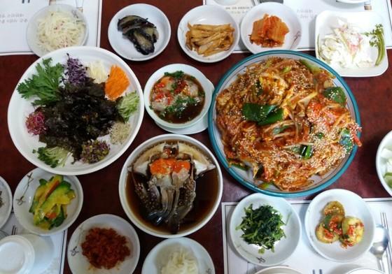 경기도 고양시 식사동에 있는 꽃게전문점 예원본가의 꽃게 요리.[사진 예원본가]