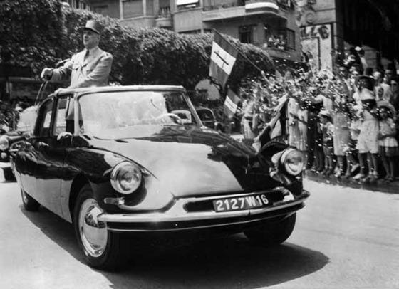 1958년 6월 권력에 복귀한 드골은 군복 차림으로 알제리를 방문했다. [중앙포토]