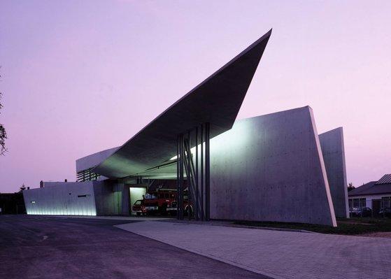 자하 하디드 건축의 시작점 비트라 소방서. 패트릭 슈마허가 처음으로 작업한 건축물이다. [사진 Zaha Hadid Architects]