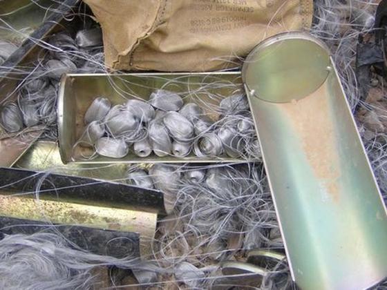이라크 나시리아 발전소에 투하된 탄소섬유탄의 자탄. [사진 Human Rights Watch 캡처]
