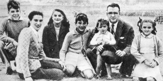 체 게바라 1944년 가족 사진. 맨 왼쪽이 16살 때의 에르네스토 게바라.체는 나중에붙은 애칭이다.