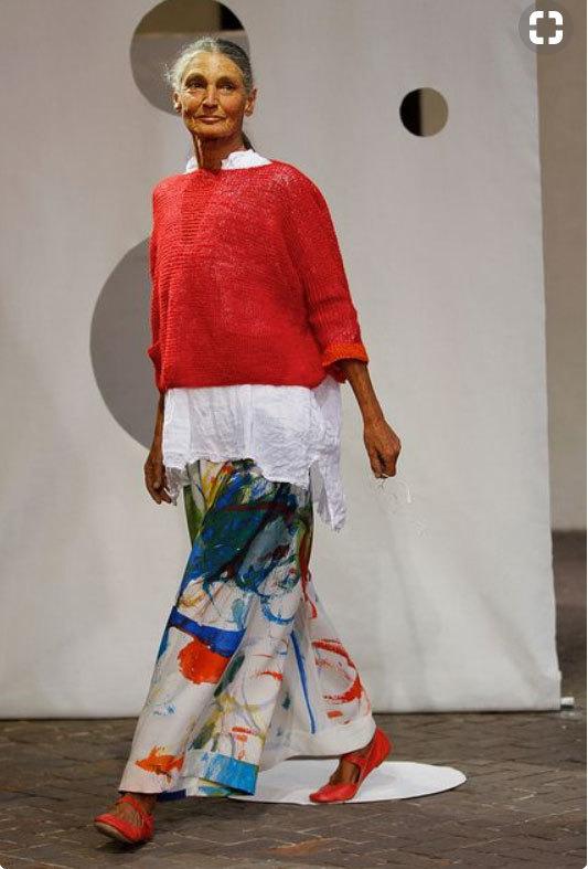 2013년 밀라노 패션위크 때 무대 위에 현역 모델로 섰던 베네데타 바르지니. [핀터레스트]
