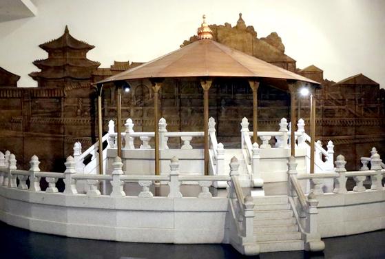 지금은 사라진 3층 원형제단의 환구단 모형. 서울역사박물관에 가면 실물형태의 조형물을 볼 수 있다.
