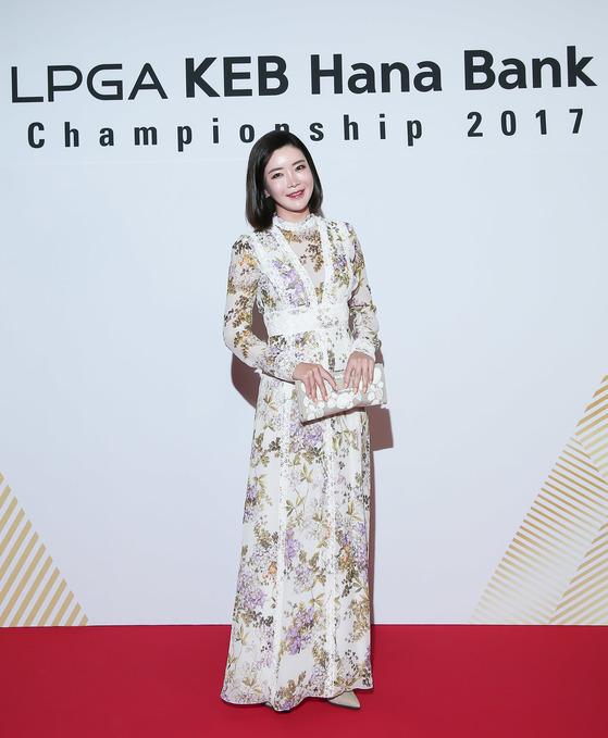 안신애. 일본여자프로골프(JLPGA)에서 큰 인기를 모으고 있는 안신애는 우아한 패션 감각을 뽐냈다. [사진 KEB하나은행 챔피언십 대회본부]