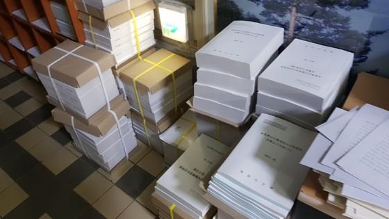 농해수위에 제출된 피감기관의 자료들이 회의실 밖에 가득 쌓여 있는 모습. 김록환 기자