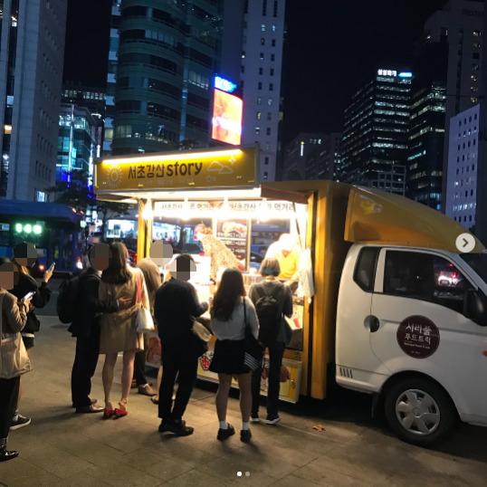 박씨의 푸드트럭 앞에 길게 줄을 선 손님들. [사진 인스타그램 캡처]