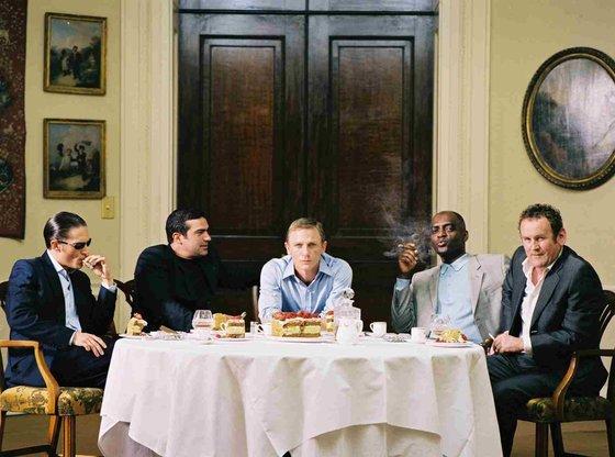 '레이어 케이크' 맨 왼쪽이 톰 하디다.