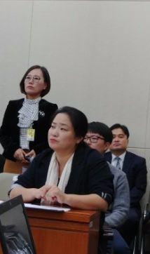 서혜정 아동학대피해가족협의회 대표(왼쪽)가 13일 열린 복지부 국감에 나와서 학대 피해 가족 지원의 필요성을 밝히고 있다. 정종훈 기자