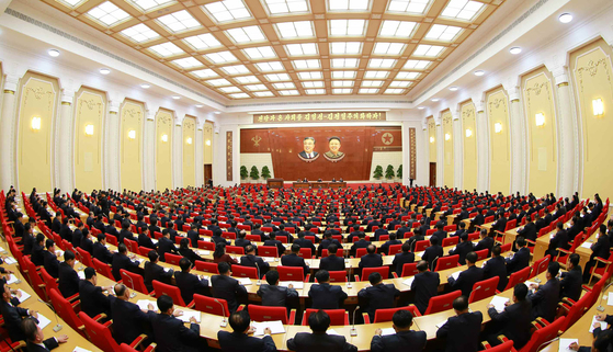 북한은 7일 평양에서 당 중앙위원회 제7기 제2차 전원회의를 열어 당 중앙위원회와 당 중앙군사위원회 등에 대한 대대적인 인사개편을 했다고 북한의 관영 매체들이 8일 보도했다.  [연합뉴스]