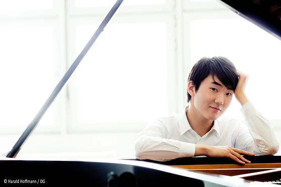 베를린필과 내한 공연 무대에 오르게 된 피아니스트 조성진. [사진 금호아시아나문화재단]