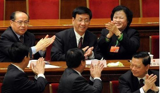 2008년 차오가 검찰장에 임명되는 순간 박수치는 당 간부들 [사진 신화망]