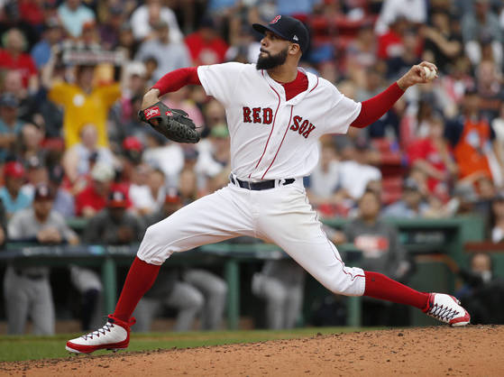 In this Sunday, Oct. 8, 2017, file photo, Boston Red Sox relief pitcher David Price delivers against the Houston Astros during the fourth inning in Game 3 of baseball's American League Division Series, in Boston. Injuries to Price and others during the season again stunted Boston in the playoffs and ended with its second straight exit in the division series. (AP Photo/Michael Dwyer) <저작권자(c) 연합뉴스, 무단 전재-재배포 금지>
