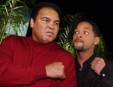 영화에서 실감나는 연기를 위해 20kg 이상 체중을 늘렸다는 윌 스미스(오른쪽)와 알리.