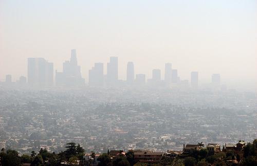 미국 캘리포니아 주 로스앤젤레스(LA) 지역에서 발생한 스모그. 오염물질이 자외선과 반응해서 나타나는 광화학 스모그다. [중앙포토]