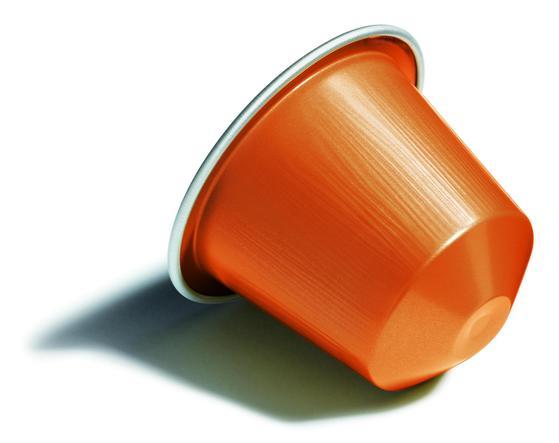 크리아티스타는 캡슐 머신이다. 별도로 원두를 갈고 압축할 필요 없이 캡슐을 넣어 추출할 수 있어 편리하다. [사진 네스프레소]