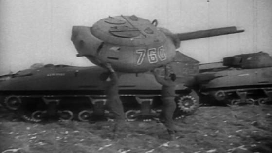 1944년 미 육군의 '고스트 아미'가 비닐로 만든 가짜 탱크 디코이를 옮기고 있다. [자료 다큐멘터리 '고스트 아미']