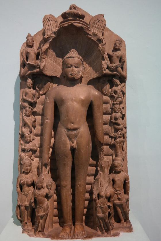 델리박물관에서 만난 자이나교의 성자 마하비라 조각상. 자이나교의 수행자들은 전라의 몸으로 무소유를 지향한다. 백성호 기자