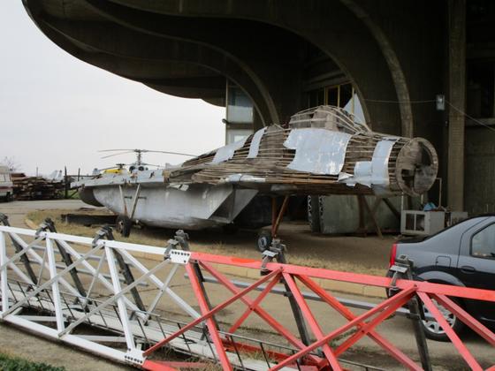 1999년 코소보 전쟁 때 세르비아군이 사용한 MiG-29 전투기 디코이. 나무로 뼈대를 만들었다. [자료 acesflyinghigh.wordpress.com]