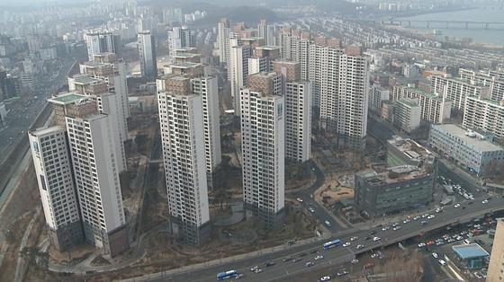 삼성물산이 2009년 준공한 서울 반포동 래미안퍼스티지 전경. 지난달 전용면적 84㎡가 19억7000만원에 거래됐다. [삼성물산]