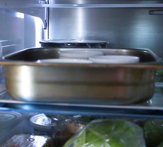 냉장고에서 최소 2시간 이상 굳힌다.