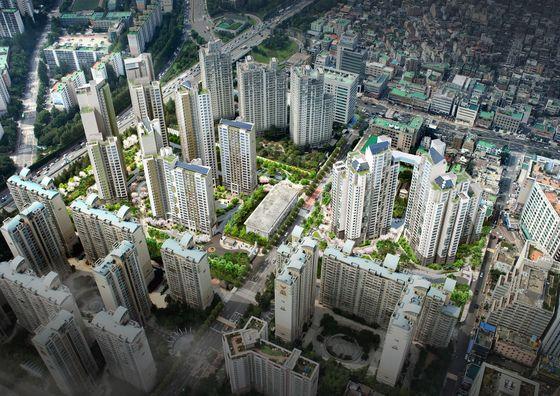 대우건설이 시공한 서초 푸르지오 써밋은 지하철 2호선·신분당선 강남역과 9호선 신논현역을 낀 트리플 역세권 단지다.