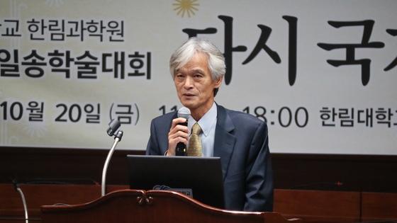 20일 한림대 국제회의실에서 개최된 제9회 일송학술대회 송호근 교수가 발표를 하고 있다. 박진호 기자