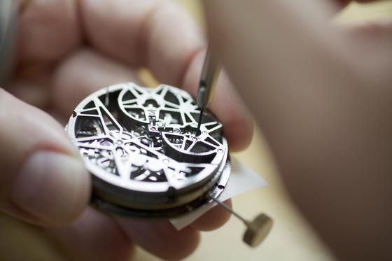 스위스 제네바의 로저드뷔 본사에서 시계를 이루는 모든 부품을 직접 만든다. [사진 로저드뷔]