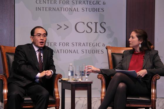 지난해 한국에 망명한 후 처음 미국을 방문한 태영호 전 영국 주재 북한 공사가 지난달 31일(현지시간) 워싱턴DC 전략국제문제연구소(CSIS)에서 '내부자가 본 북한'을 주제로 강연을 하고 있다. [연합뉴스]