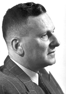 DDT의 살충 능력을 알아낸 파울 헤르만 뮐러, 그는 노벨 생리의학상을 받았다.